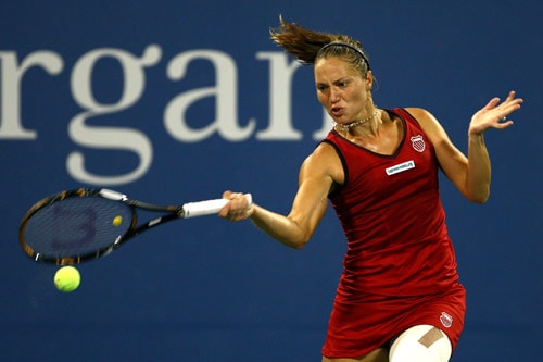 Kateryna Bondarenko of Ukraine returns a shot against Ana Ivanovic of Serbia during day two of the 2009 US Open at the USTA Billie Jean King National Tennis Center on September 1, 2009. (AFP Photo)