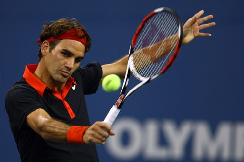 Roger Federer of Switzerland returns a shot against Simon Greul of Germany during day three of the US Open at the USTA Billie Jean King National Tennis Center on September 2, 2009. (AFP Photo)