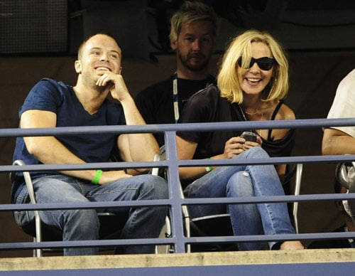 US actress Kim Cattrall watches a match bewteen Swiss number one seed player Roger Federer and Germany's Simon Greul during their second round match during day three of the US Open at the USTA Billie Jean King National Tennis Center in New York on September 2, 2009. (AFP Photo)