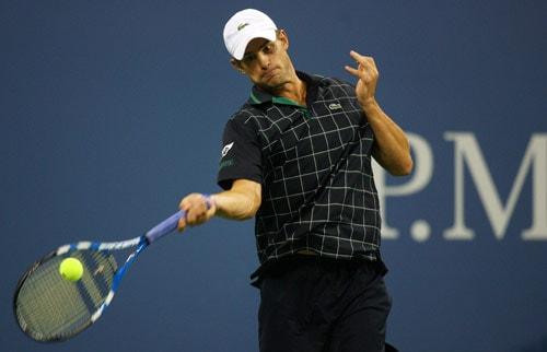 Andy Roddick returns a shot against Marc Gicquel of France during day four of the 2009 US Open at the USTA Billie Jean King National Tennis Center on September 3. (AFP Photo)
