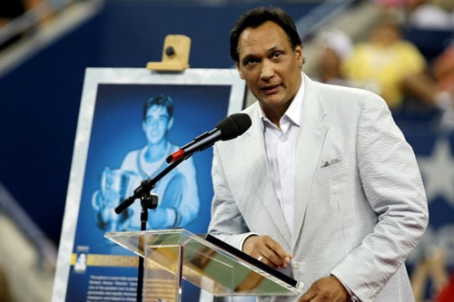 Actor Jimmy Smits speaks on the center court of Arthur Ashe Stadium during day six of the 2009 US Open at the USTA Billie Jean King National Tennis Center in the Flushing neighborhood of the Queens borough of New York City. (AFP Photo)