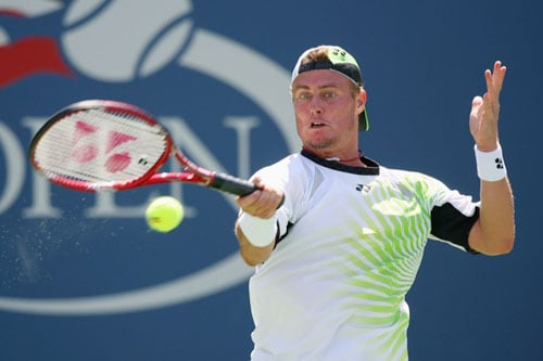 Lleyton Hewitt of Australia returns a shot to Roger Federer of Switzerland during day six of the 2009 US Open at the USTA Billie Jean King National Tennis Center in the Flushing neighborhood of the Queens borough of New York City. (AFP Photo)