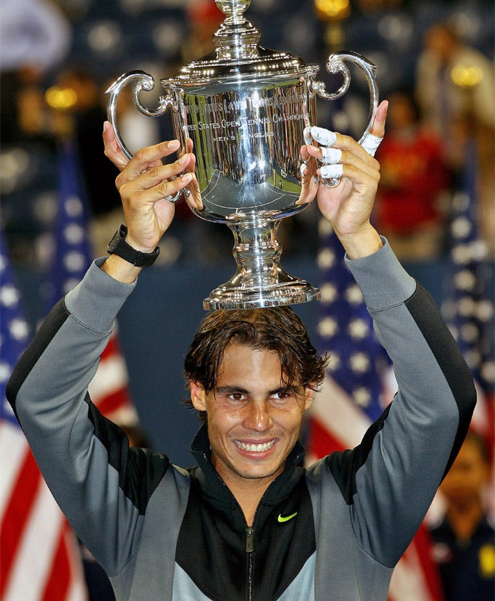 Rafael Nadal of Spain celebrates with the championship trophy after defeating Novak Djokovic of Serbia to win the men's singles final on day fifteen of the 2010 US Open at the USTA Billie Jean King National Tennis Center. (AFP Photo)