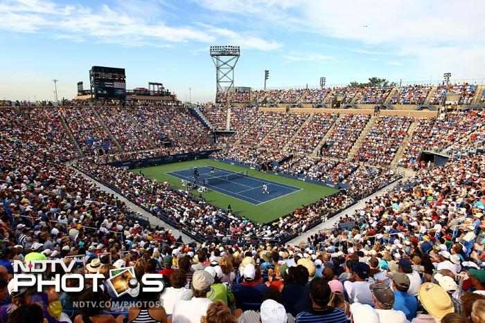 Packed crowds, clear skies and some of the best seeds in action; Day 4 of the US Open was equal to the expectations of all tennis fans. (AFP Photo)