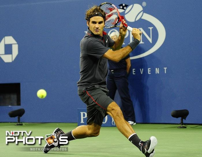 <b>Former Champion in action: </b>Roger Federer reached the quarterfinals at a 30th consecutive Grand Slam tournament by making quick work of the 36th-ranked Juan Monaco 6-1, 6-2, 6-0 at the U.S. Open. (AFP Photo)