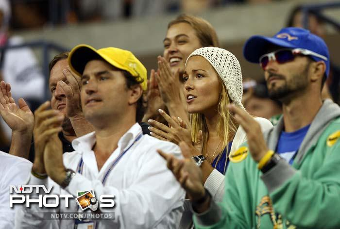 Jelena Ristic (C), girlfriend of Novak Djokovic of Serbia,supports Djokovic as he plays Rafael Nadal in the US Open final. (AFP Photo)