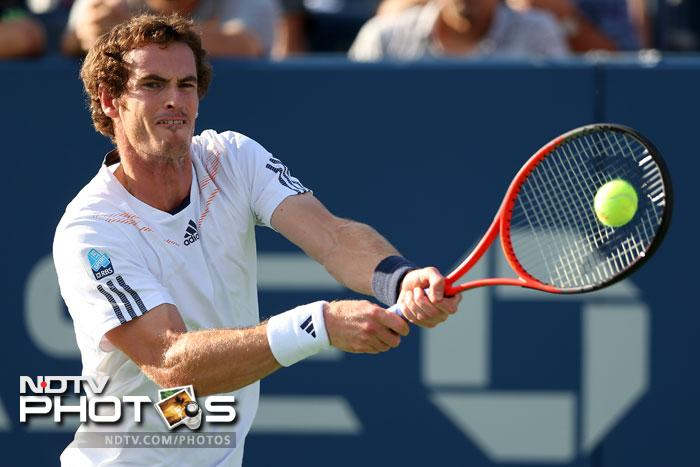 Andy Murray booked his place in the last four when he beat Marin Cilic 3-6, 7-6, 6-2, 6-0.