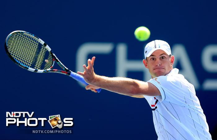 Andy Roddick looked in omnious touch as he defeated Rhyne Williams 6-3, 6-4, 6-4.