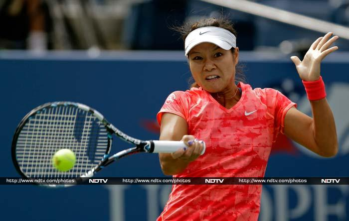 Li Na reached the second round with a 6-2, 6-2 win over Olga Govortsova of Belarus.
