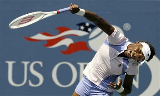 Venus Williams of the United States serves to Ioana Raluca Olaru of Romania at the US Open tennis tournament in New York on Wednesday.