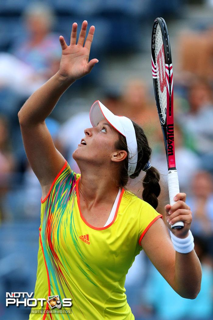 Teenager Laura Robson ended the career of legend Kim Clijsters defeating her 7-6, 7-5 in an epic encounter to enter round three.
