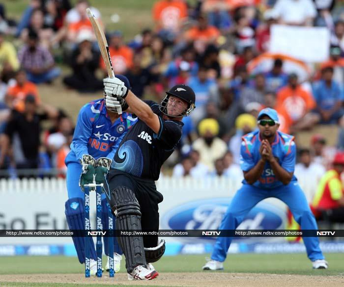 Corey Anderson's 17-ball 44 gave the late boost to propel New Zealand to 271/7 in 42 overs.