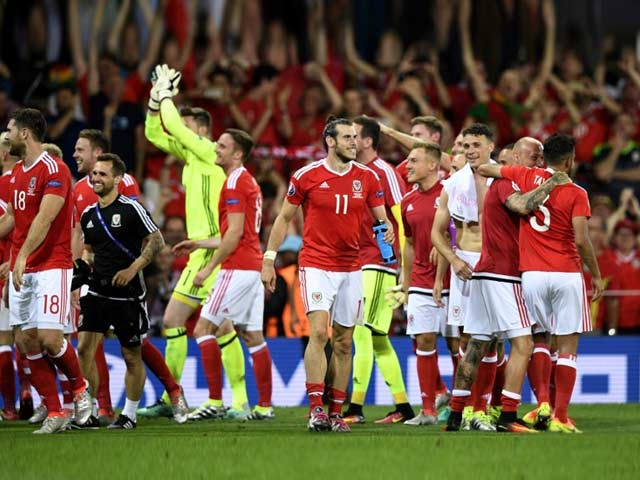 Euro 2016: Wales Beat Russia to Top Group B, England Stutter Into Last 16