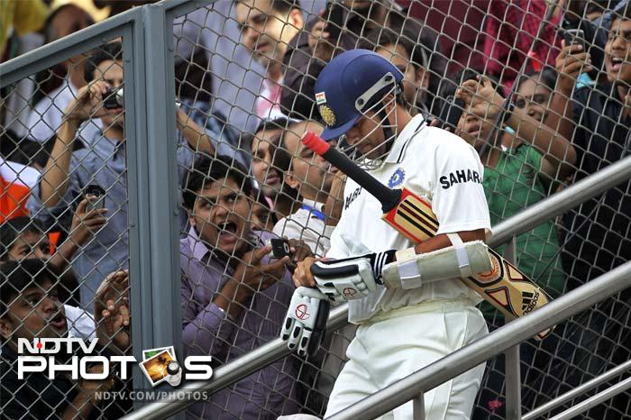 Wankhede erupted at the wicket as it was a sign of their hero to grace the ground with his presence. Sachin Tendulkar was welcomed to the middle by the fans with a whole lot of cheer.
