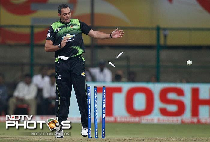 Nicky Boje reacts as a throw from the in-field shatters the stumps during the match between the Warriors and the Royal Challengers Bangalore.
