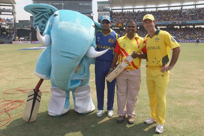 Kumar Sangakkara alongside Ricky Ponting, Pepsi mascot winner and 'Stumpy' during the Australia v Sri Lanka 2011 ICC World Cup Group A match at the R. Premadasa Stadium in Colombo. (Getty Images)