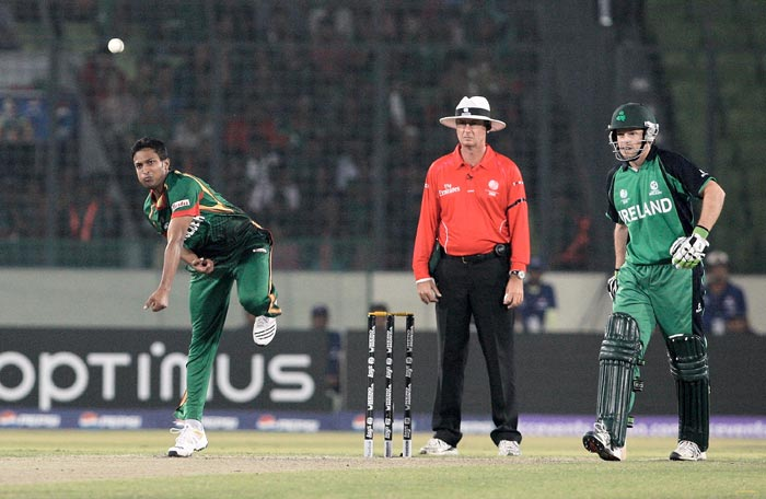 Shakib Al Hasan bowls with Umpire Rod tucker and William Porterfield during the 2011 ICC World Cup Group B match between Bangladesh and Ireland at Sher-e-Bangla National Stadium in Dhaka. (Getty Images)