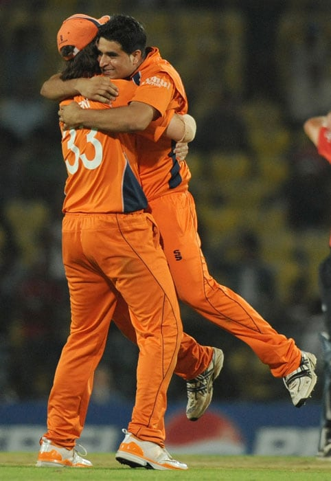 Bas Zuiderent and teammate Mudassar Bukhari celebrate after the wicket of Andrew Strauss during the ICC Cricket World Cup 2011 match between England and The Netherlands at the Vidarbha Cricket Association Stadium. (AFP Photo)