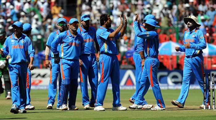 Zaheer Khan celebrates the wicket of Paul Stirling with teammates during the ICC World Cup match between India and Ireland at the M. Chinnaswamy Stadium in Bangalore. (AFP Photo)