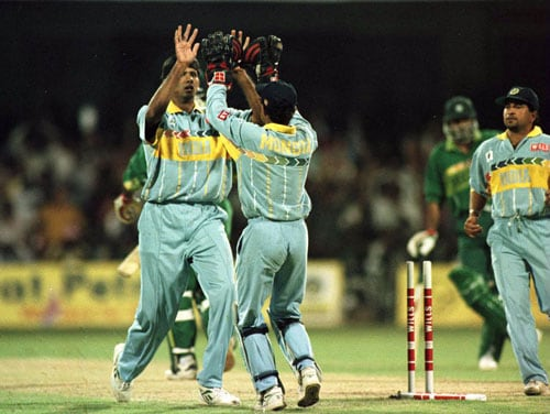 India and Pakistan were playing each other in the quarter-final, which meant the defeated team would have to go back home. Winning the toss, India posted 287 runs with Navjot Singh Sidhu making 93 runs and Ajay Jadeja scoring 45 runs. <br><br>Chasing the target, Pakistan skipper Aamer Sohail rubbed Indian pacer Venkatesh Prasad the wrong way. He tried to unsettle the bowler and disturb his rhythm, a ploy that backfired. Though he scored a half-century, Pakistan needed much more from their captain. He hit Prasad for a cover boundary and pointed towards the region as if he was saying ' I'll hit you for more like these'. <br><br>With the very next delivery, Prasad avenged the humiliation. Aamer failed to read his good-length delivery that came back in and uprooted his off-stump. <br><br>On the hindsight, had Sohail just curbed his passion for a little longer, the Indo-Pak World Cup stats might just have been very different.