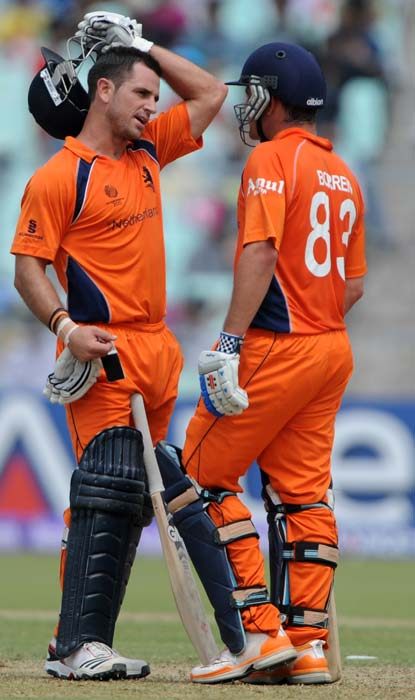 Ryan ten Doeschate and Peter Borren share a moment during the Group B match between The Netherlands and Ireland in the World Cup 2011 tournament at The Eden Gardens in Kolkata. (AFP Photo)