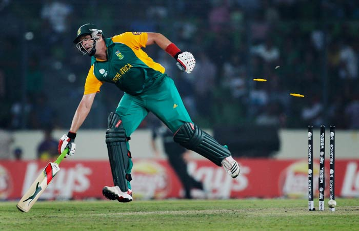 Jacques Kallis makes it home safely whilst running between wickets during the 2011 ICC World Cup quarter final match between New Zealand and South Africa at the Sher-e-Bangla National Stadium in Dhaka. (Getty Images)