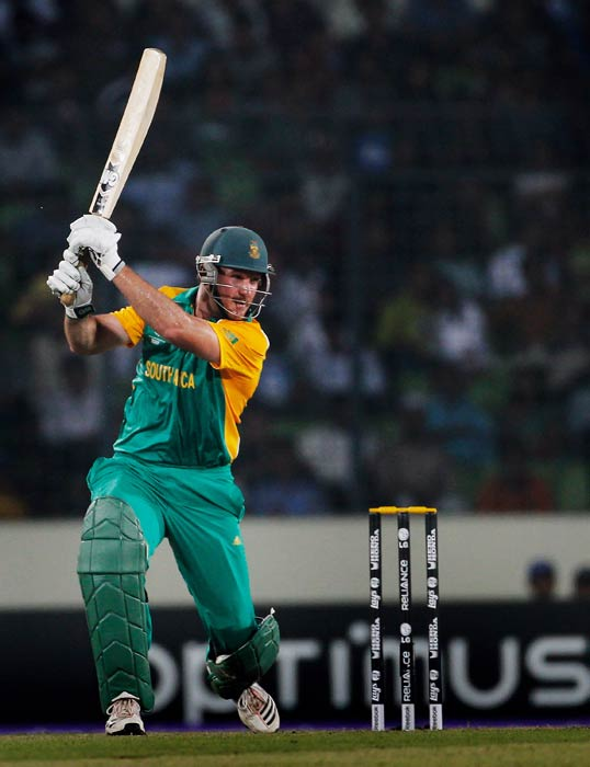 Graeme Smith bats during the 2011 ICC World Cup quarter final match between New Zealand and South Africa at the Sher-e-Bangla National Stadium in Dhaka. (Getty Images)