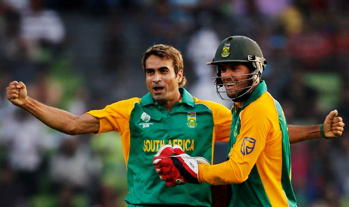 Imran Tahir celebrates with teammate AB de Villiers after taking the wicket of Jesse Ryder during the 2011 ICC World Cup quarter final match between New Zealand and South Africa at the Sher-e-Bangla National Stadium in Dhaka. (Getty Images)