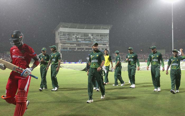 Shahid Afridi leads his players off the field as rain stops play for a second time during the Pakistan v Zimbabwe 2011 ICC World Cup Group A match at the Pallekele Cricket Stadium in Kandy. (Getty Images)