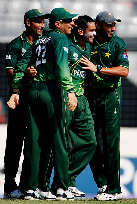 Mohammad Hafeez celebrates with team-mate Shahid Afridi after taking the wicket of Devon Smith during the 1st quarter-final of the ICC World Cup at Shere-e-Bangla National Stadium in Dhaka. (Getty Images)