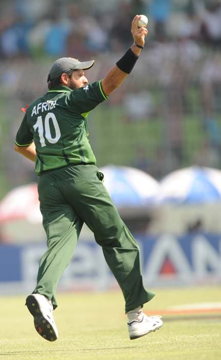 Shahid Afridi celebrates the dismissal of Chris Gayle during the ICC World Cup quarter-final against Pakistan at the Sher-e Bangla National Stadium in Dhaka. (AFP Photo)