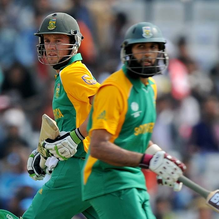 Amla and de Villiers put together 251 runs for the third wicket. The duo scored quickly, getting the runs in less than 30 overs. (AFP Photo)
