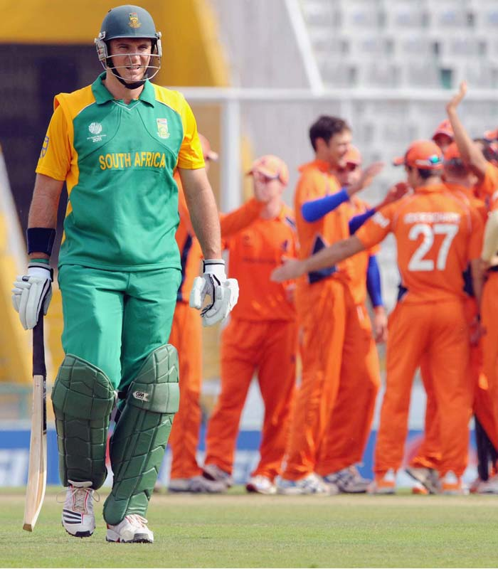 Skipper Graeme Smith who lost the toss departed early for only 20 runs being followed immediately by Kallis who fell for 2. (Getty Images)
