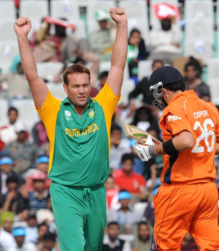 Jacques Kallis was the one to inflict the early damage grabbing the first two Dutch wickets. (Getty Images)