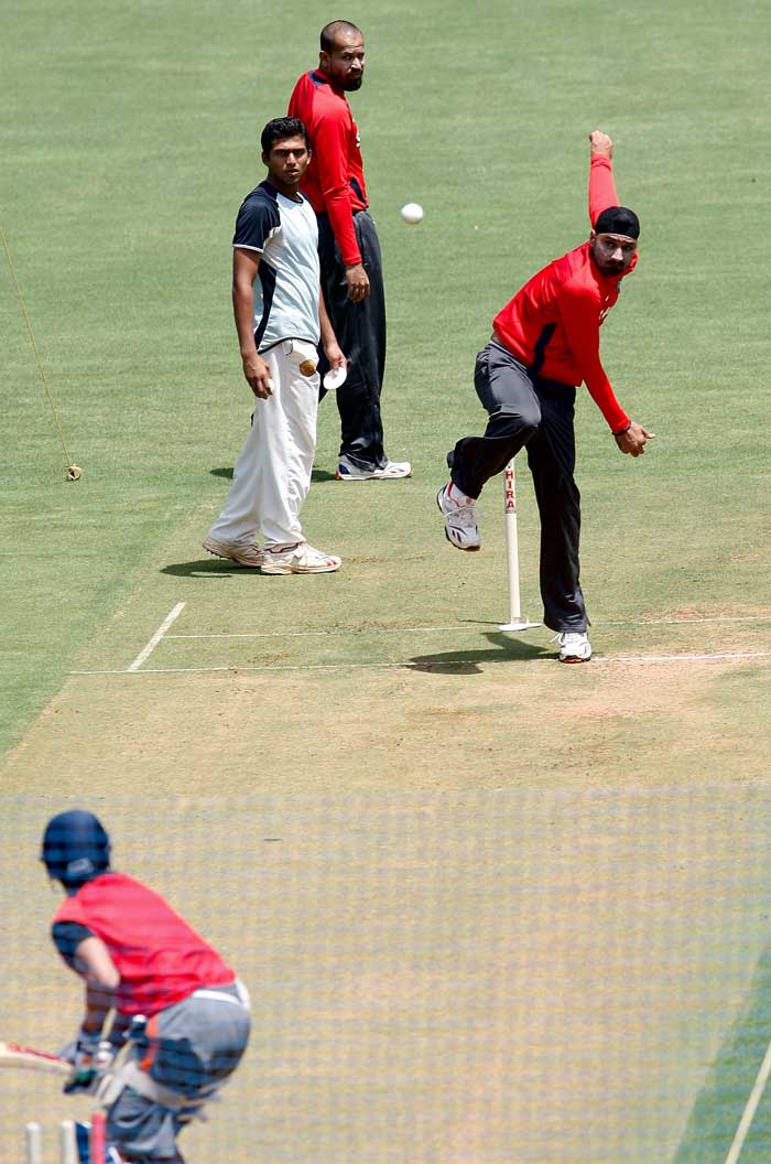 Indian spinner Harbhajan Singh bowls during India's net session. (Getty Images)