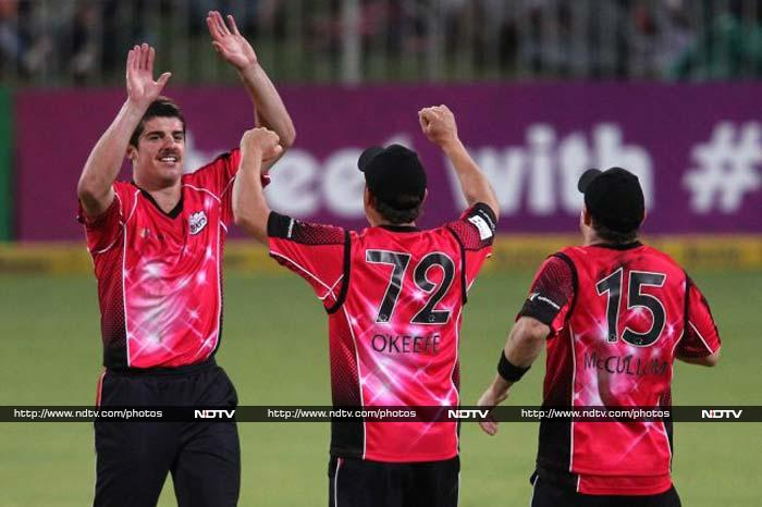 Moises Henriques (Sydney Sixers) proved to be more than just a batsman who can bowl as he picked up 8 wickets in 6 games at 7.25 runs per over with best figures of 3/23.