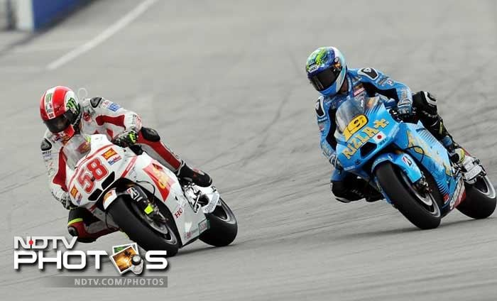 The smash occurred just minutes after the race began, when the mop-haired 24-year-old Honda rider's bike veered across the track and directly into the path of riders Colin Edwards and Simoncelli's compatriot Valentino Rossi.