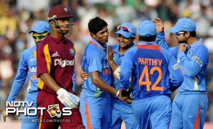 Umesh Yadav snapped 2 wickets, including that of opener Lendl Simmons.