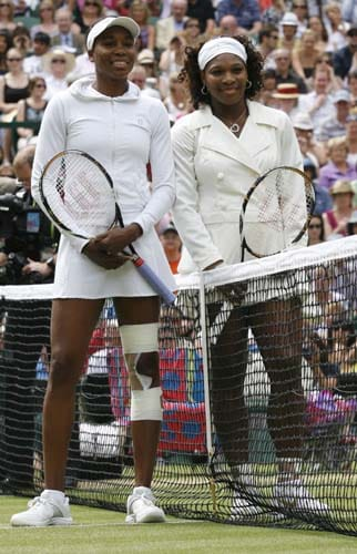 US' Venus Williams and US' Serena Williams pose ahead of their final match on Day 12 at the 2009 Wimbledon at the All England Club. (AFP Photo)
