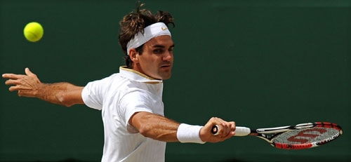 Switzerland's Roger Federer plays against US' Andy Roddick in the Men's Singles final on the Centre Court at Wimbledon. (AFP Photo)