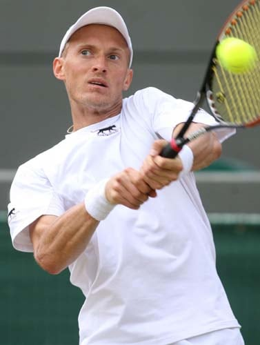 Russia's Nikolay Davydenko returns a ball to Czech Republic's Tomas Berdych during their match on Day 6 at the 2009 Wimbledon. (AFP PHOTO)