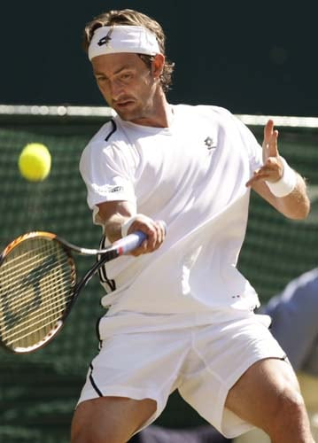 Spain's Juan Carlos Ferrero returns to Britain's Andy Murray during their quarterFinal match on Day 9 at the 2009 Wimbledon at the All England Club. (AP Photo)