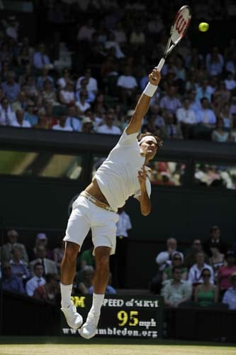Switzerland's Roger Federer serves a ball to Croatia's Ivo Karlovic during their quarter Final match on Day 9 at the 2009 Wimbledon at the All England Club. (AFP Photo)