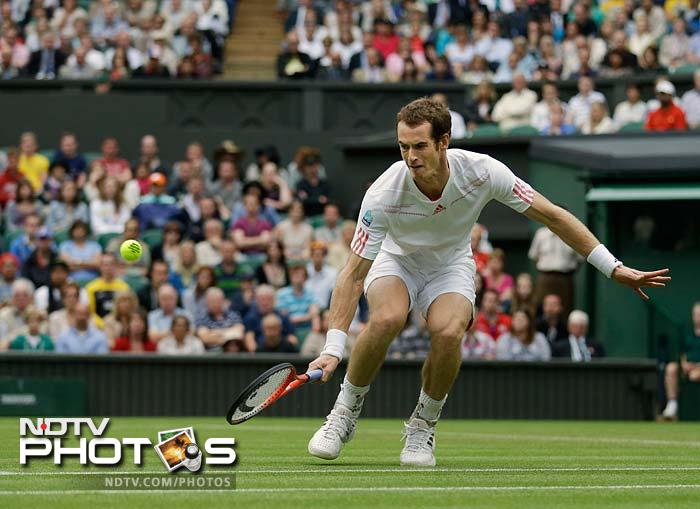 British fourth seed Andy Murray brushed aside Russia's Nikolay Davydenko 6-1, 6-1, 6-4.