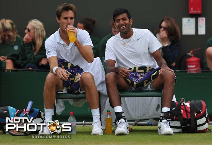 Indian tennis fans though had no such complaints with their superstars.<br><br>While Rohan Bopanna and E. Roger-Vasselin (in pic) entered doubles' semis with a 7-5, 7-6, 6-7, 6-7, 6-2 win, Leander Paes and Radek Stepanek also won their quarterfinal match with a 4-6 6-4 6-3 6-4.<br><br>Sania Mirza added to the list of good news when she and her mixed doubles partner Horia Tecau won their second round match.