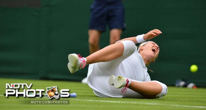 World Number 2 Victoria Azarenka fell during her first round win and the pain returned to haunt her ahead of her second round match against Flavia Pennett.<br><br>The Belarusian player later blamed the grass courts for her injury.
