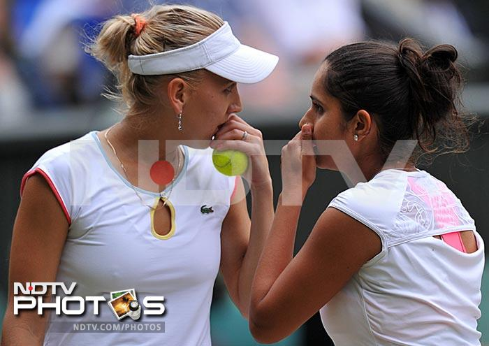 Mirza and Vesnina seem to discuss their plans during their round three match which eventually ended in their favour.