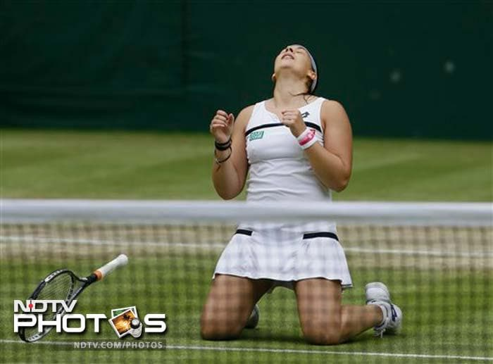 Marion Bartoli stormed into her second Wimbledon final as the French 15th seed crushed Belgium's Kirsten Flipkens 6-1, 6-2 in the last four.