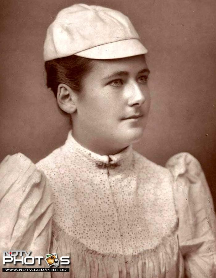 <b>Youngest winner (Ladies):</b> United Kingdom's Lottie Dod was 15 when she won her first Wimbledon title to become the youngest player to win the trophy. In 1887, she beat Blanche Bingley Hillyard 6-2, 6-0. Interestingly, the two players played 5 finals against each other and in all the matches, Hillyard was beaten in straight sets.