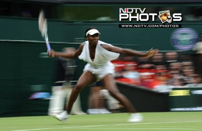 Venus Williams returns the ball to Japan's Kimiko Date-Krumm, who made the American sweat hard, taking the game to 3 sets before exiting the championship.